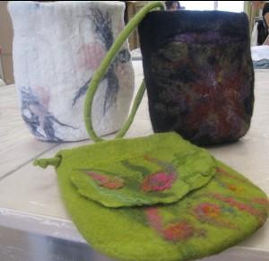 Užsiėminų metu pagamintos rankinės iš vilnos