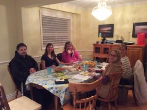 """Toronto """"Vilties bėgimo 2015"""" organizacinis komitetas:  Br. Kazimieras OFN, Anna, Ona, Ramona, Irena ir Laura"""