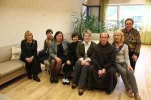 Iš kairės: Alma Jomantienė, Jolanta Kasnauskienė, Aldona Kerpytė, dr. Akvilė Virbalienė, Aldona Šumskienė, br. Evaldas Darulis ofm,, Irena Baltieijienė, Jūratė Šiukšterienė Šv. Pranciškaus onkologijos centre