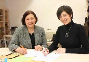 Iš kairės: Šv. Pranciškaus onkologijos centro direktorė Aldona Kerpytė,  Klaipėdos valstybinės kolegijos Sveikatos mokslų fakulteto Socialinio darbo katedros vedėja doc. dr. Akvilė Virbalienė