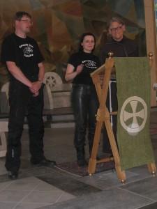 Vytautas ir Asta Mačiulaičiai,  br. Benediktas Jurčys  OFM  šv.  Pranciškaus Asyžiečio koplyčioje
